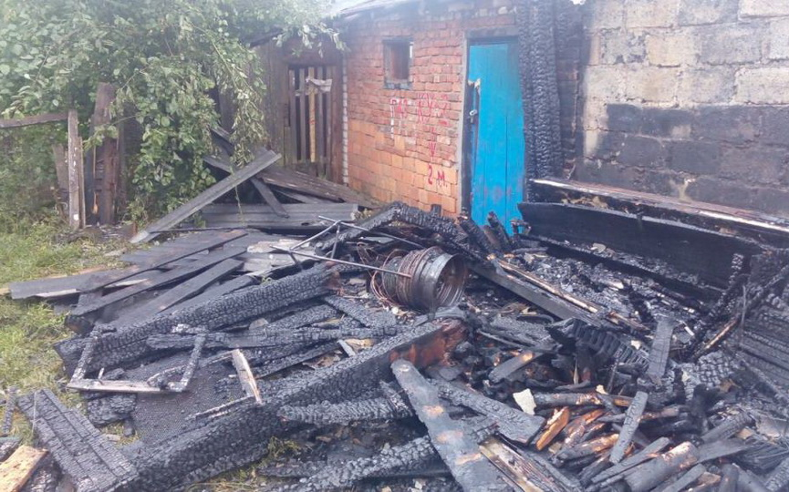 Несколько гаражей горело в Барановичском районе